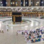 الدفعة الأولى من الحجاج لأداء العمرة في المسجد الحرام