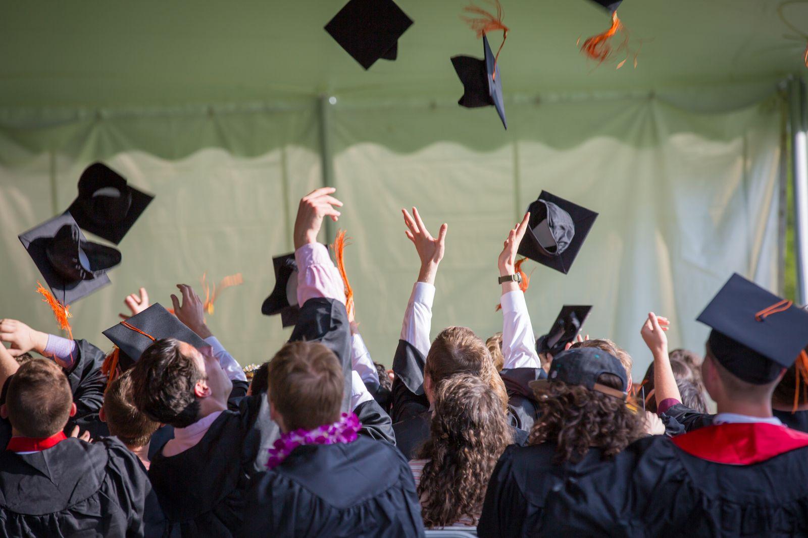 الجامعات الحكومية في الإمارات وما هي أفضل الجامعات للدراسة في الإمارات