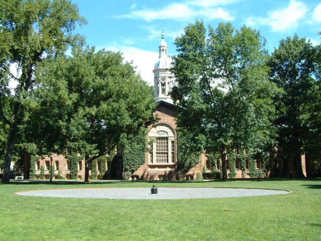 الجامعات الموصى بها في أمريكا في جميع المجالات