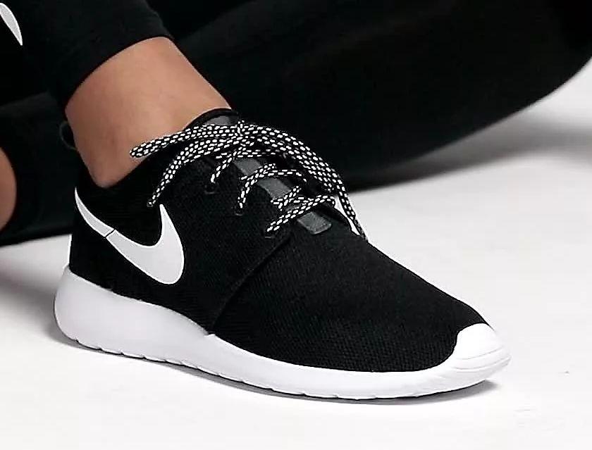 الحذاء الأسود في المنام للعزباء والمتزوجة والحامل لابن سيرين والإمام الصادق
