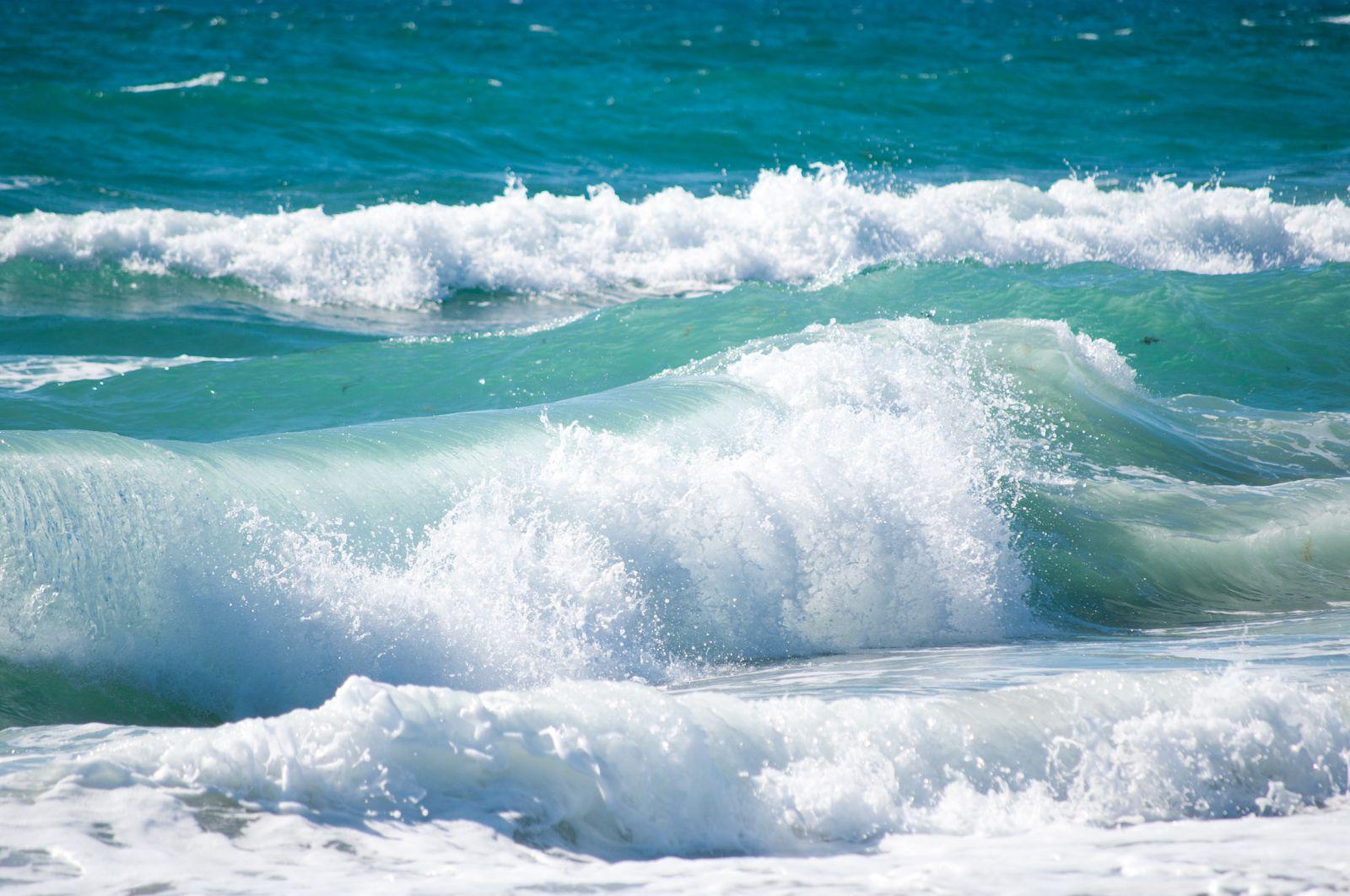 النظر إلى البحر في المنام للعزباء والحامل والمتزوجة