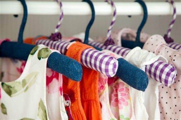 تفسير حلم إعطاء ملابس أطفال لشخص آخر حسب ابن سيرين والنابلسي