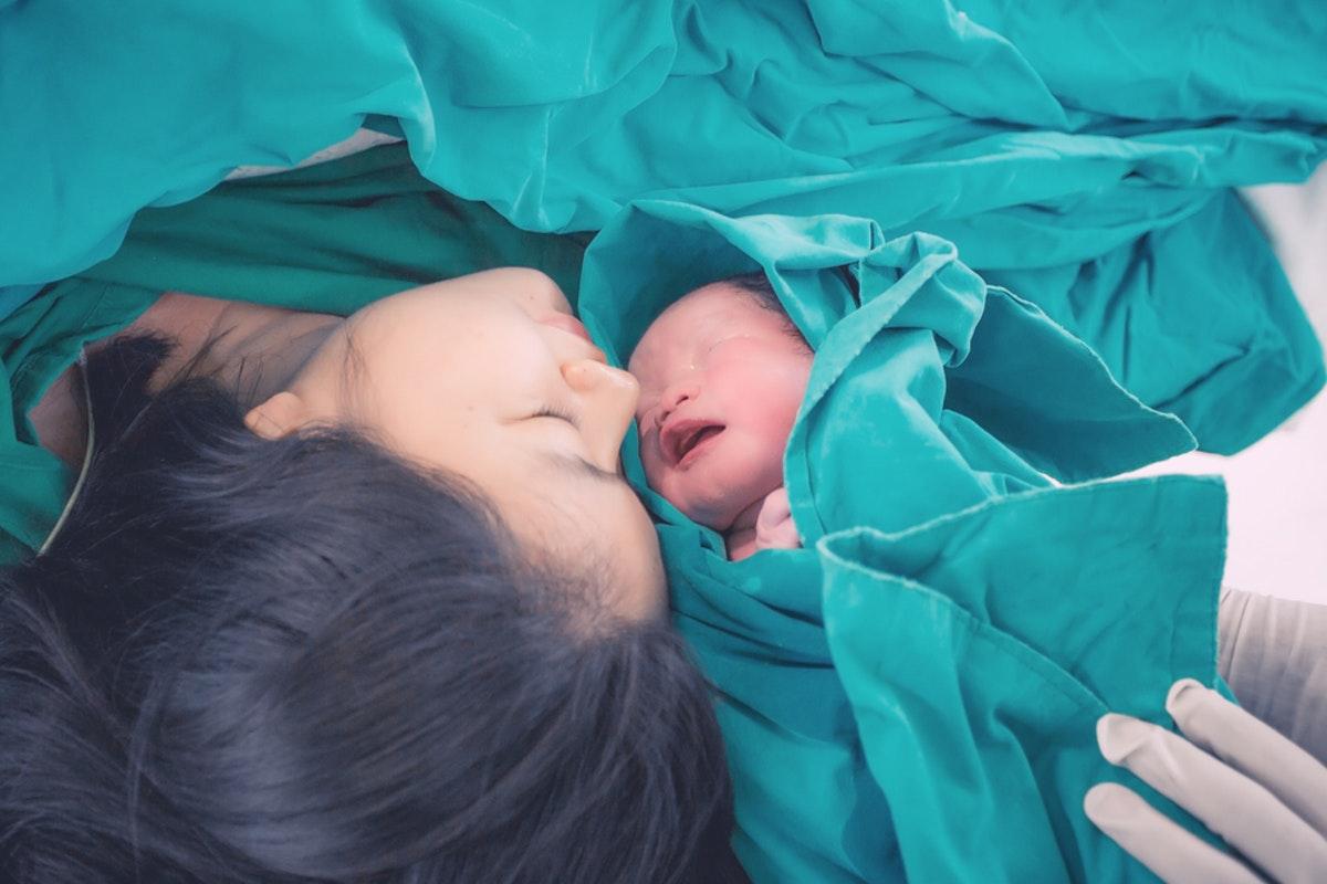 تفسير حلم إمراة تلد وهي غير حامل