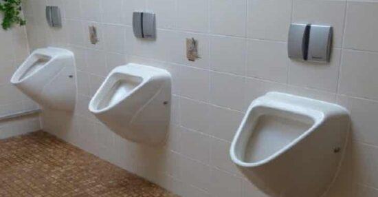 تفسير حلم التبول في الحمام في المنام حسب ابن سيرين والنابلسي