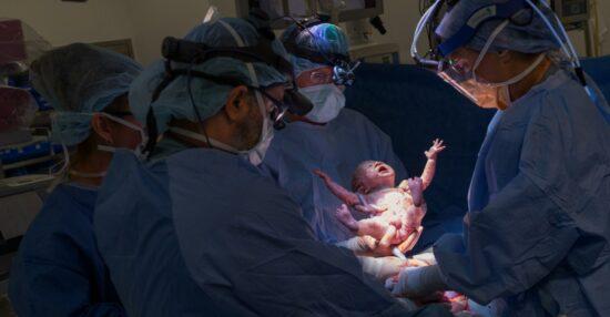 تفسير حلم الولادة للحامل في المنام للمتزوجة والحامل عند ابن سيرين والنابلسي