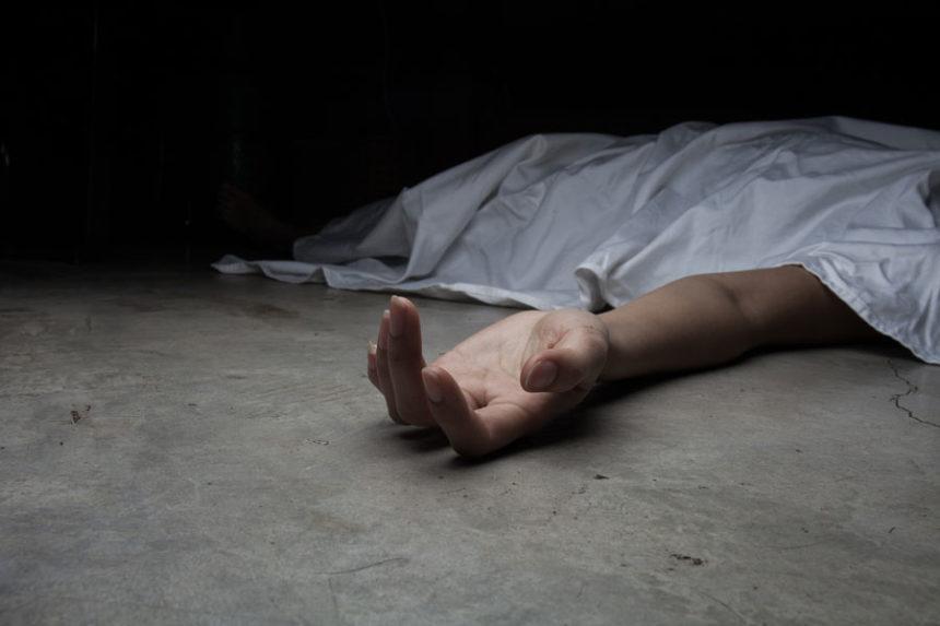 تفسير حلم رؤية الميت حي ويسأل عن شخص أو يأخذ أحدًا معه أو يزور بيته