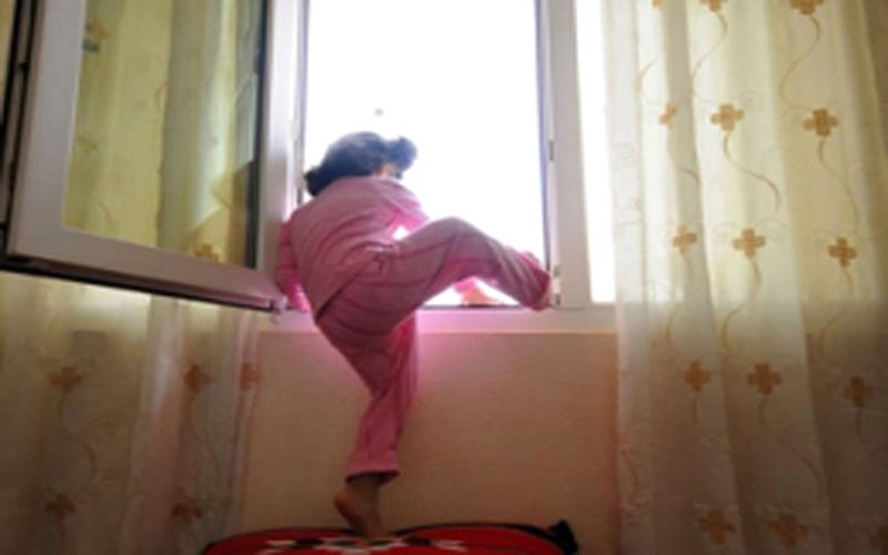 تفسير حلم سقوط طفل من مكان مرتفع للعزباء والمتزوجة والرجل