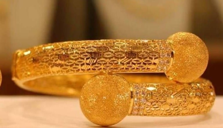 تفسير حلم طقم الذهب للمتزوجه من حيث السلاسل والغوايش والحلق لابن سيرين
