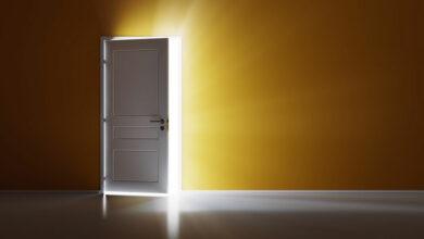 Photo of تفسير حلم قفل الباب بالمفتاح للمتزوجة والعزباء والحامل والرجل المتزوج