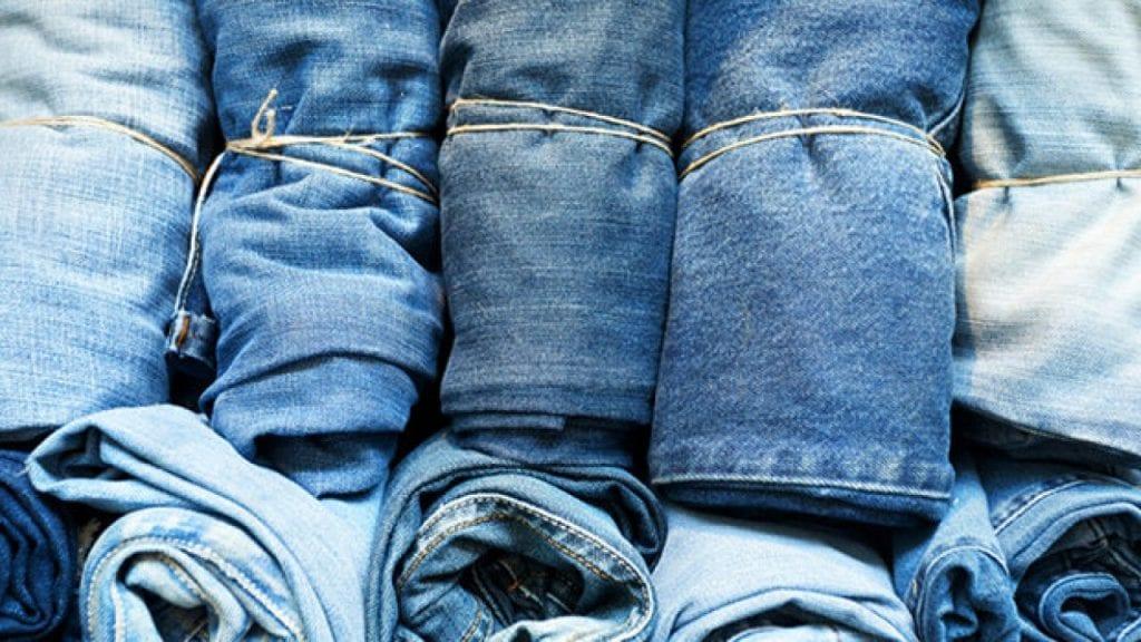 تفسير حلم لبس البنطلون الجينز ورؤيته وأخذه من آخر للمتزوجة والعزباء
