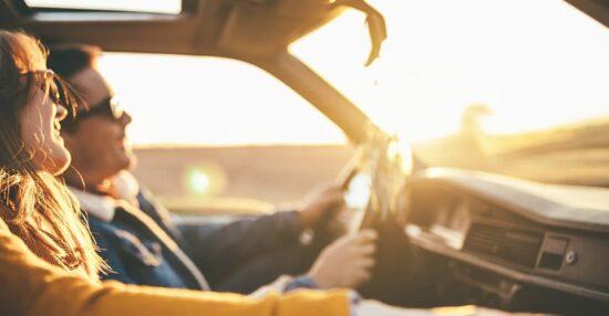 تفسير ركوب السيارة في المنام مع شخص تعرفه وشخص غريب