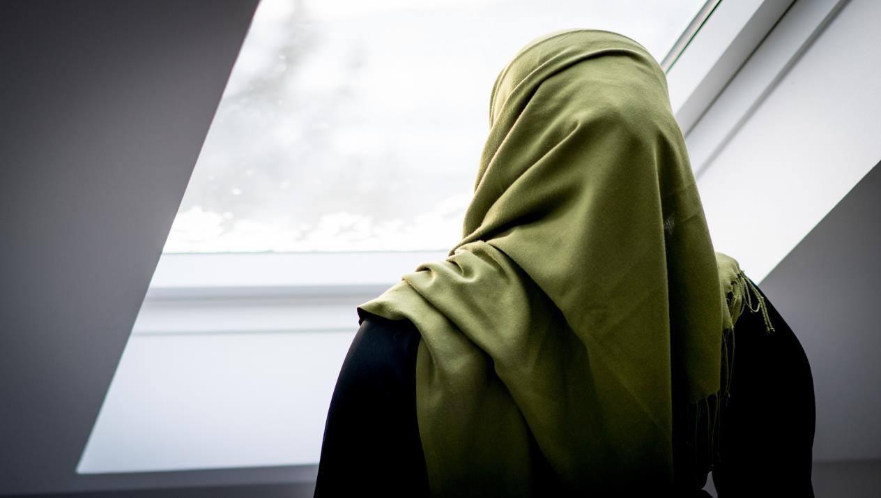 حوار بين شخصين عن الحجاب ومواصفات الحجاب الصحيح في الشرع