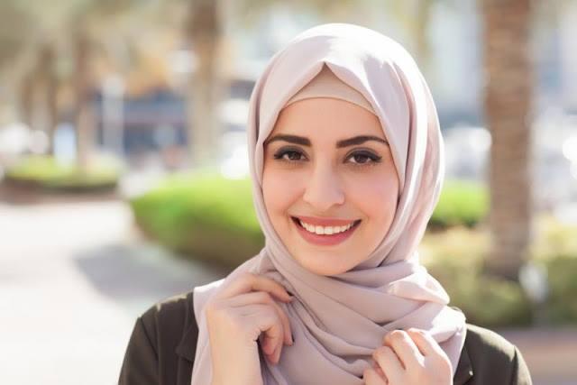 رؤية الحجاب في المنام للعزباء والحامل والمتزوجة والرجل