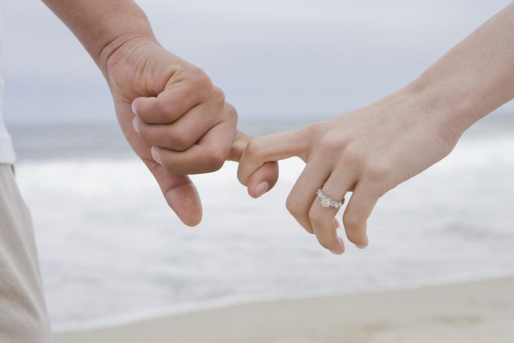 رؤية فتاة تحبها في المنام تتجاهلك وتتحدث إليك للأعزب والمتزوج