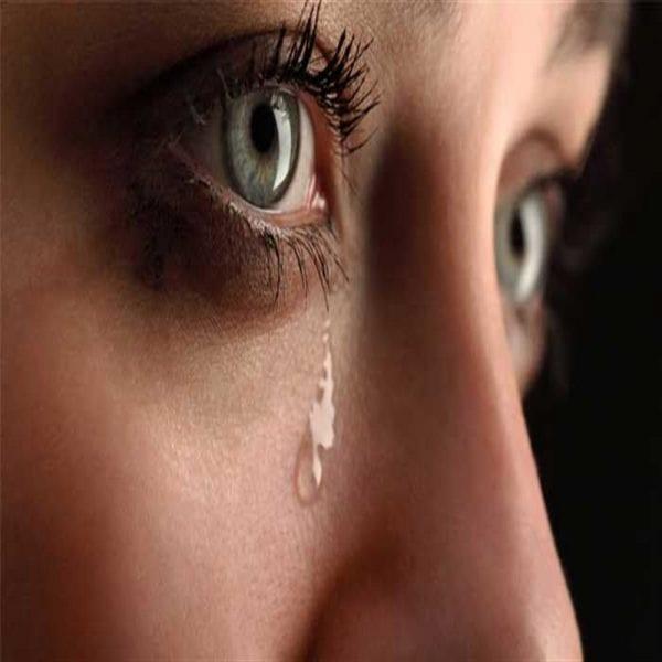 شخص اعرفه يبكي في المنام للفتاة العزباء والمرأة المتزوجة والرجل