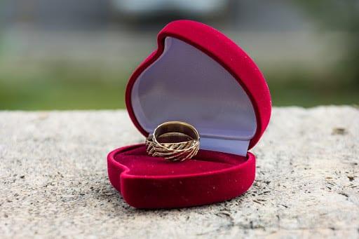 ضياع الخاتم فى المنام للعزباء والمتزوجة والمخطوبة