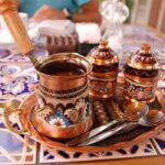 طريقة عمل القهوة العربية البدوية السادة والقهوة بالقرنفل وفوائد وأضرار القهوة