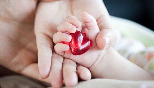 عبارات إهداء من الأم لابنتها مميزة وشعر للتعبير عن الحب من الأم لابنتها