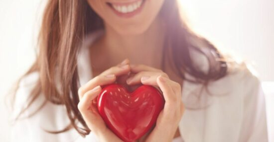 علامات الحب عند النساء في علم النفس وعلامات الحب عند المرأة من خلال لغة الجسد