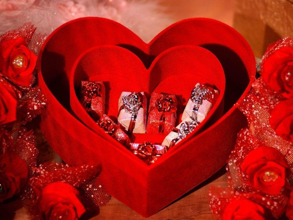 قصة عيد الحب وموعد عيد الحب ورموز عيد الحب والعادات المتبعة في عيد الحب