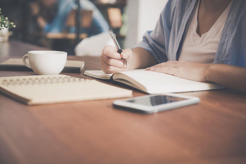 كيفية كتابة قصة قصيرة وأهم عناصرها الأساسية