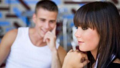 كيف تعرف ان شخص معجب بك من بعيد وما هو الفرق بين الحب والإعجاب