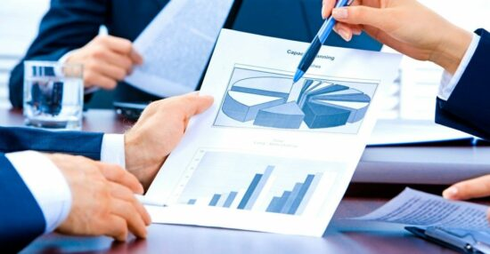 ما هي المحاسبة المالية؟ وأنواعها والأشخاص المستفيدة من المعلومات المالية