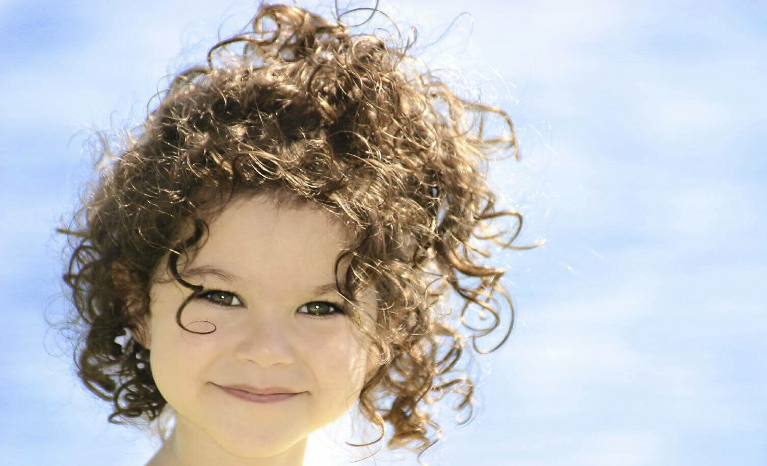 أنواع الشعر الكيرلي وأفضل الوصفات للحفاظ على الشعر المجعد صحيًا