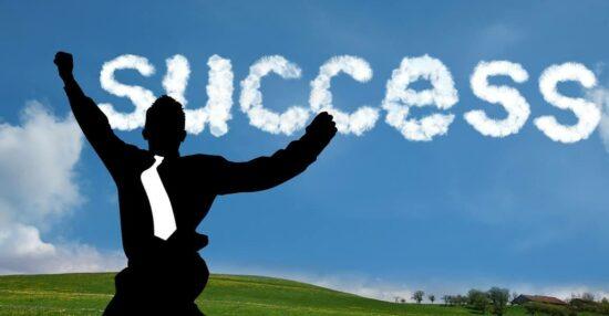 حوار بين طالبتين عن النجاح والفشل قصير وما هو الفرق بين النجاح والفشل ومقومات تحقيق النجاح