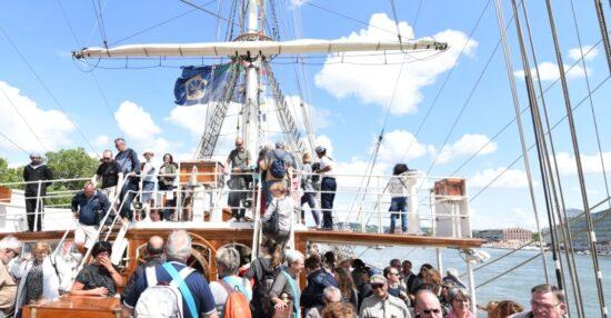 اول رحلة لسفينة شباب عمان