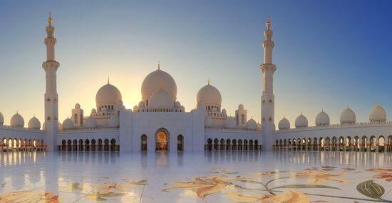 في عهد اي شيخ تم افتتاح المسجد الكبير في الكويت