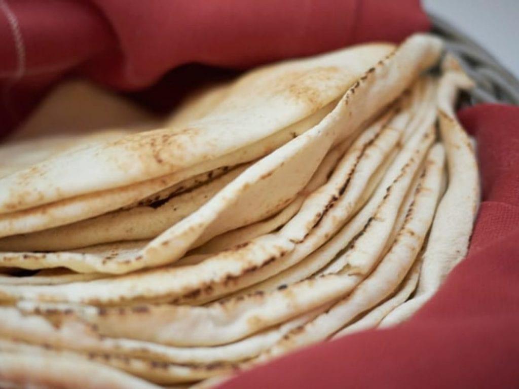 طريقة عمل الخبز العربي مع الأوريجانو