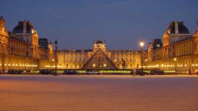 ما هو متحف عالمي يقع في باريس؟