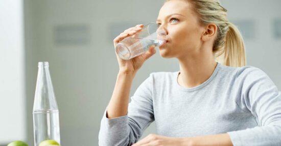 تجربتي مع شرب الماء لحب الشباب